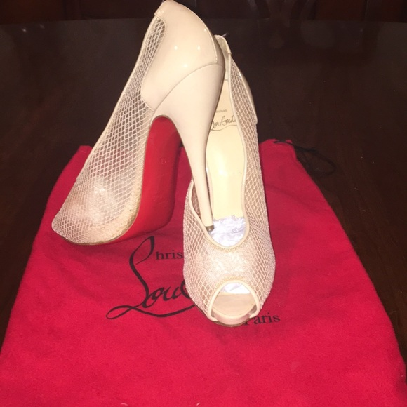 buy popular 23f67 f6e68 Christian Louboutin Very Rete Peep Toe Pumps!